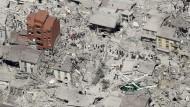 Zahl der Opfer nach Erdbeben steigt auf mindestens 159