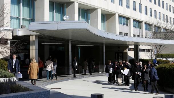Spitzenbeamte verlassen das Außenministerium