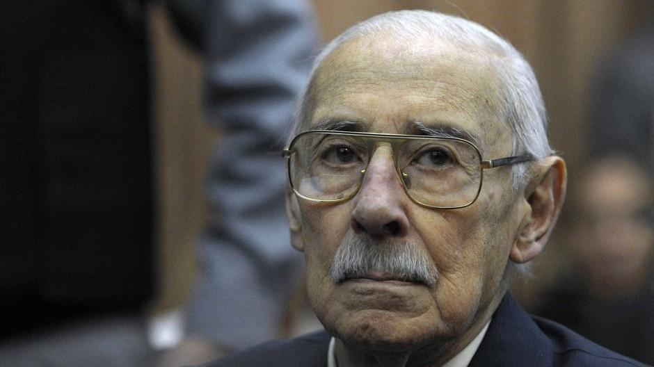 Der frühere argentinische Diktator und General Jorge Rafael Videla im Gerichtssaal Anfang Juli
