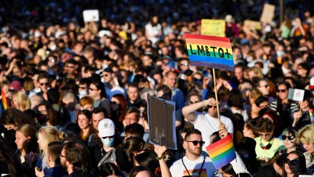"""Protest in Budapest gegen """"Werbeverbot"""" für Homosexualität"""
