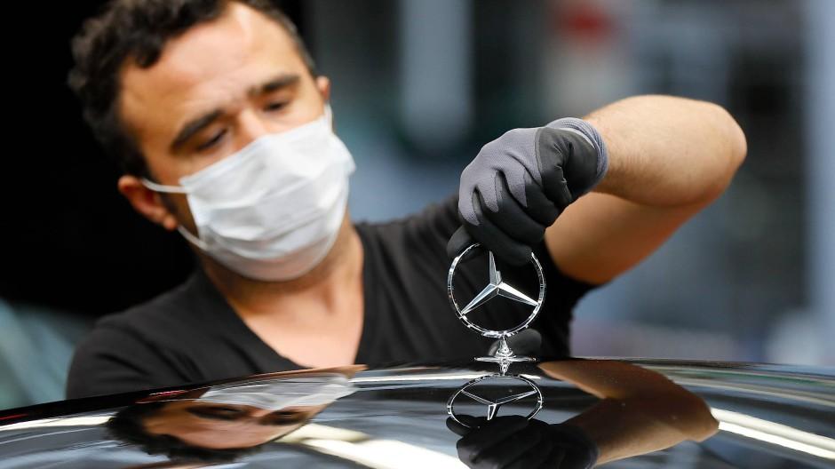 Der Stern glänzt nur nach matt: Auch Daimler will Mitarbeiter loswerden.