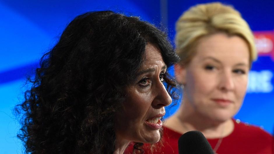 Die Berliner Grünen-Spitzenkandidatin Bettina Jarasch und die SPD-Spitzenkandidatin Franziska Giffey bei der Elefantenrunde des Abgeordnetenhauses