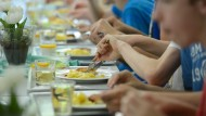 Mittagessen in der Mensa: Tausende Schüler in Deutschland besuchen bereits eine Ganztagsschule.
