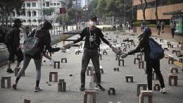 Studenten verlassen Uni in Hongkong