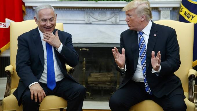 Jerusalem bringt Wegweiser für neue amerikanische Botschaft an