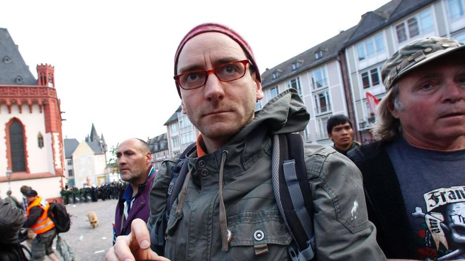 Johannes Ponader gibt auf: Am 17. Mai demonstrierte er noch vor dem Frankfurter Römer