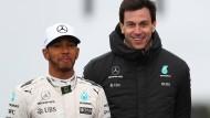 Lewis Hamilton mit Mercedes Teamchef Toto Wolff.