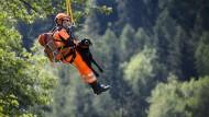 Nach Bergsturz in der Schweiz: Fieberhafte Suche nach Vermissten