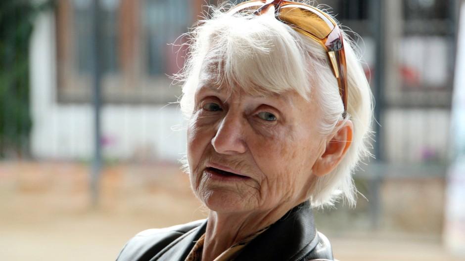 Kein Fähnchen im Wind: Margot Honecker, fotografiert im Herbst des Jahres 2011 in Chile, sieht sich durch die Krankschreibungen in der heutigen Lehrerschaft bestätigt