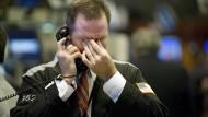 Ein Bild der Krise: Ein Aktienhändler reibt sich Mitte September 2008 in der Börse von New York die Augen