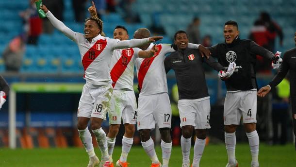 Peru wirft Titelverteidiger Chile aus dem Turnier