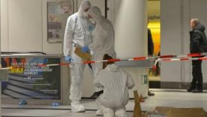Polizei sucht vier Männer nach Messerstecherei