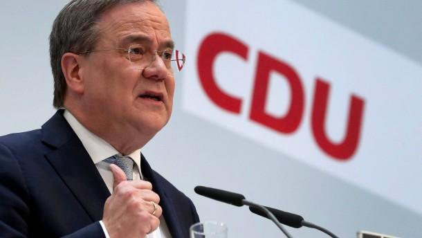 Union sinkt auf 29 Prozent, Grüne und Kleinparteien gewinnen