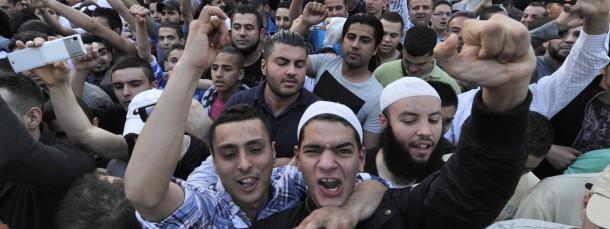 Anhänger eines Salafisten-Predigers in Frankfurt