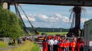 Nach dem Brückeneinsturz laufen die Ermittlungen