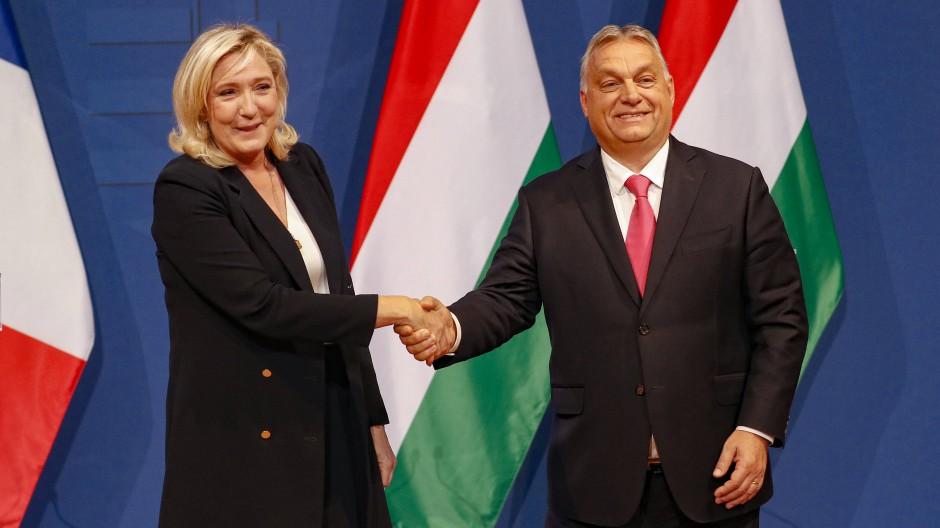 Marine Le Pen und Viktor Orbán in Budapest
