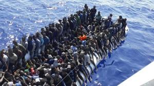 Etwa hundert Vermisste nach Untergang von Flüchtlingsboot