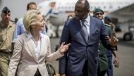 Bundesverteidigungsministerin Ursula Von der Leyen und ihr Amtskollege aus Mali, Tieman Hubert Coulibaly