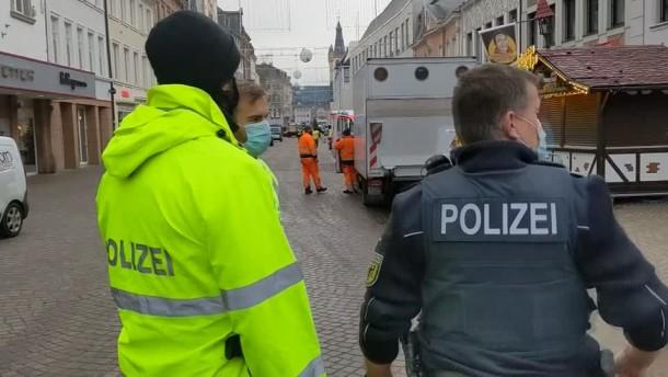 Autofahrer rast durch Fußgängerzone in Trier