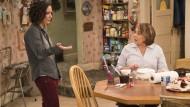Sarah Gilbert (links) wird in der neuen Serie mitspielen, Roseanne Barr hingegen nicht.