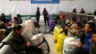 Hartes Leben: Wanderarbeiter am Bahnhof von Suzhou