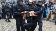 Polizei räumt linken Kiezladen in Berlin