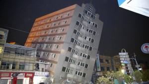Schweres Erdbeben erschüttert Taiwan