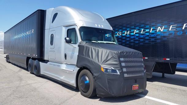 Daimler darf Lastwagen mit Autopilot testen