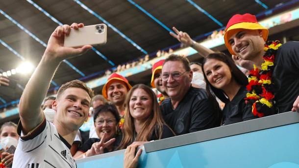 Bayerns Gesundheitsminister kritisiert Fans im Stadion