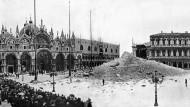 Campanile von San Marco in Venedig, nach dem Einsturz 1902.