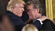 """Bannon will weiter für Trump """"in den Krieg ziehen"""""""