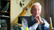 Zeit-Zeuge: Helmut Sinn, Fluglehrer und Uhren-Unternehmer aus Frankfurt, feiert runden Geburtstag.