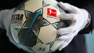 Der Fu?ball des ersten Geisterspiels in der Fu?ball Bundesliga (Borussia M?nchengladbach - 1.FC K?ln am 11.0.2020) wird im Haus der Geschichte gezeigt.