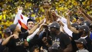 Glückliche Sieger: Die Golden State Warriors sind NBA-Meister geworden.