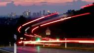 Pendlerhauptstadt: Nicht nur in Frankfurt bleiben Dieselfahrer weiterhin im Ungewissen.