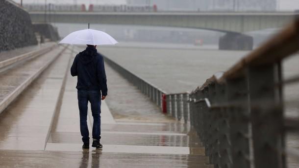 Wetterdienst warnt vor Starkregen, Erdrutschen und Blitzschäden