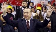 Der türkische Präsident Recep Tayyip Erdogan bei einem Treffen mit seinen Anhängern in Istanbul
