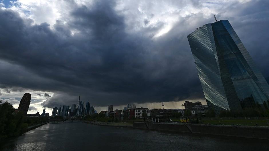 Dunkle Wolken über dem Finanzplatz Frankfurt.