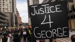 Angeklagte Polizisten im Fall George Floyd beschuldigen sich gegenseitig
