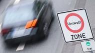 Abwarten und beobachten: Wann es zu Diesel-Fahrverboten in Frankfurt kommt, ist noch ungewiss.