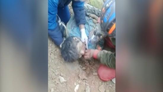 22-jähriger wird lebend aus Minenschacht geborgen