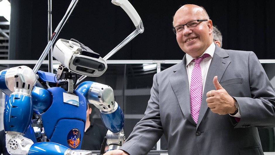 Peter Altmaier besucht im August 2018 das Deutsche Zentrum für Luft- und Raumfahrt.