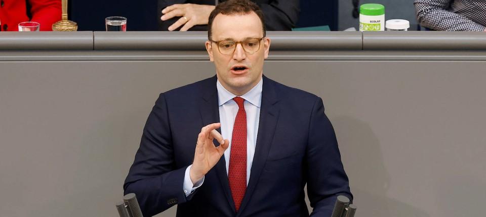 Bundesgesundheitsminister Jens Spahn spricht im Bundestag zum frisch verabschiedeten Infektionsschutzgesetz.