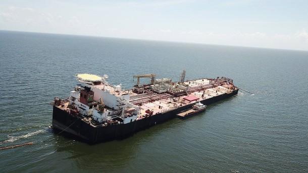 Beschädigter Tanker könnte für Umweltkatastrophe sorgen