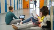 Lerngruppe: Schüler der Metropolitan School bereiten ein Referat vor.