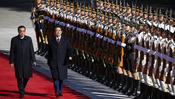 Roter Teppich für Shinzo Abe