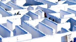 Riesiger Irrgarten aus Schnee