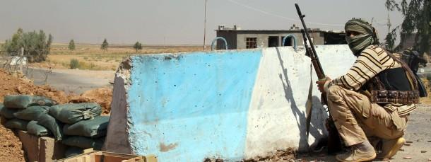 Ein schiitischer Kämpfer, der die offiziellen irakischen Truppen unterstützt, in der Nähe von Amerli, Bild vom 4. August.