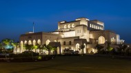 Prächtiges Opernhaus im märchenhaft schönen Oman: Dieser Tempel westlicher Hochkultur in der Hauptstadt Maskat zieht Besucher in Scharen an.