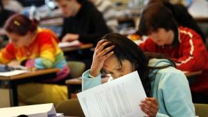 Wahlfreiheit bei Abitur trägt Unruhe in Gymnasien